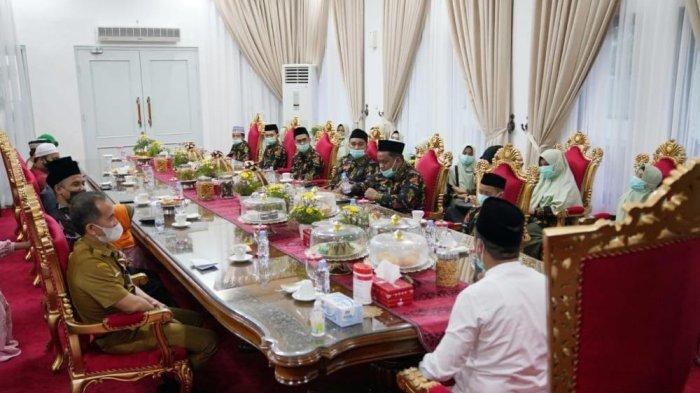 Jelang ke Maluku Utara, Plt Gubernur Semangati Kafilah Sulsel STQ Nasional - kafilah-sulsel-yang-akan-mengikuti-seleksi-tilawatil-quran-stq-tingkat-nasional-ke-xxvi-2.jpg