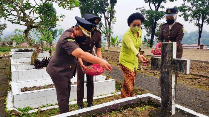 Korps Adhyaksa, Kejari Tana Toraja Ziarah ke Taman Makam Pahlawan