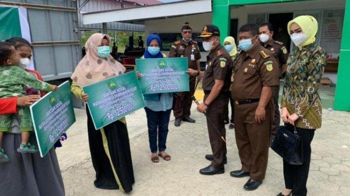 4 Pegawai Kejati Sulbar Terima Bantuan Perbaikan Rumah dari IAD Pusat