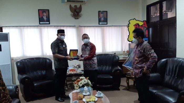 Jelang Akhir Masa Jabatan, Bupati Toraja Utara Terima Penghargaan dari BPKP