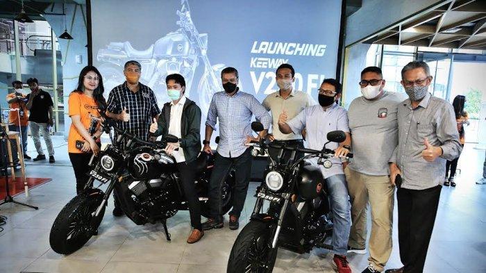 Kalla Kars memperkenalkan unit terbarunya motor Keeway V250Fi di Gastros Nipah Mall, Makassar Jumat (22/1/2021). Keeway V250Fi merupakan motor modern cruiser pertama di Indonesia saat ini yang menggunakan belt menghubungkan mesin dengan poros roda belakang di kelasnya, yaitu mesin 250cc, 2 silinder dengan transmisi lima percepatan. tribun timur/muhammad abdiwan