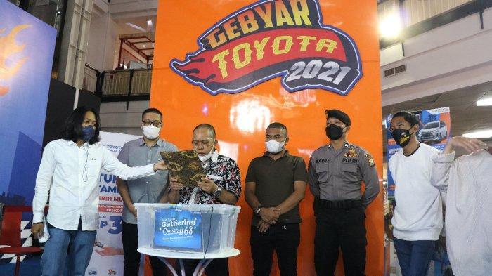 Selamat! Ni Made Suadi Pelanggan Kalla Toyota Palu Pemenang Toyota Agya