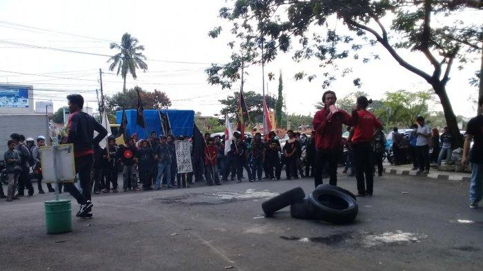 Setelah Ribut dengan Polisi di Kantor BPJS Makassar, Mahasiswa Datangi Kantor Gubernur Sulsel