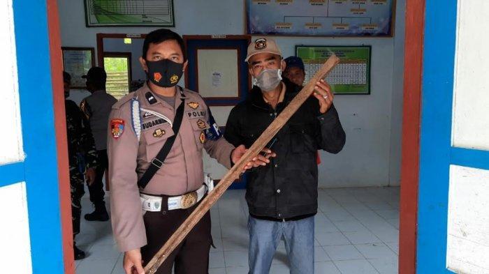 Izin Usaha Diduga Tak Ditandatangi Kades, Kantor Desa Bontokoraang Selayar Disegel Warga