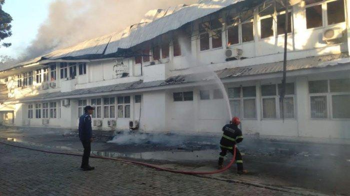 BREAKING NEWS: Kantor Dinas Kesehatan Sulsel Terbakar, Sejumlah Ruangan Hangus