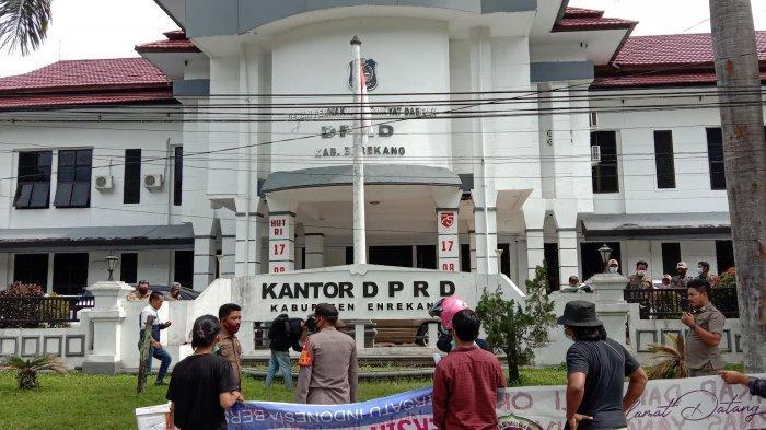 Soal Kasus Anggaran Reses DPRD Enrekang, Legislator dan Sekwan Saling Menyalahkan