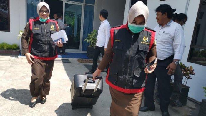 Tim Kejati Sulselbar Geledah Kantor PD Parkir Makassar, Ada Apa?