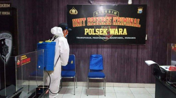 Empat Tahanan Reaktif Covid-19, Polsek Wara Palopo Disemprot Disinfektan