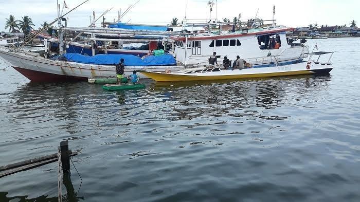 Gelombang Capai 3 Meter, Syabandar Sinjai Larang Nelayan Berlayar