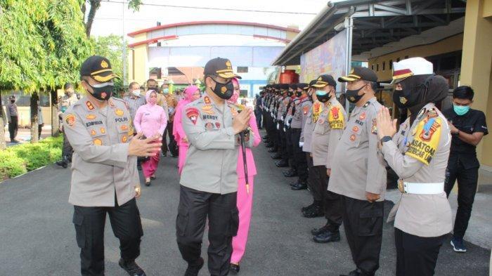 Kapolda Sulsel, Irjen Pol Merdisyam disambut oleh personel Polres Maros saat kunjungan kerja pertama kali