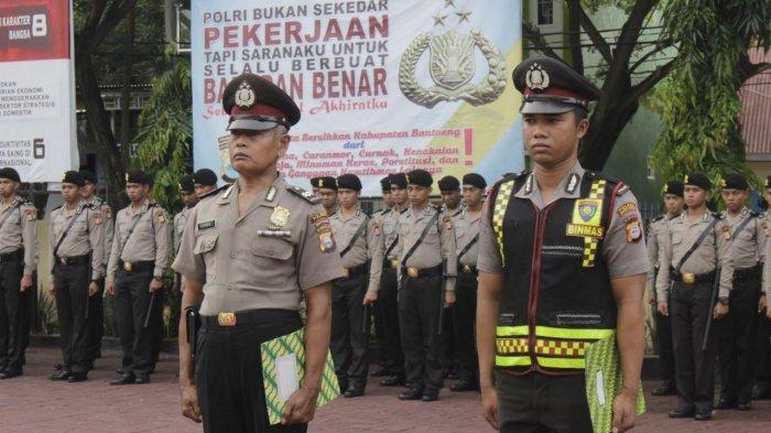 Sisihkan Gaji Beli Alquran Buat TPA Binaannya, Polisi Ini Dapat Penghargaan