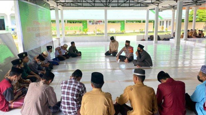 Silaturahmi ke Ponpes Rahmatul Asri, Kapolres Enrekang Beri Motivasi Bagi Para Hafiz