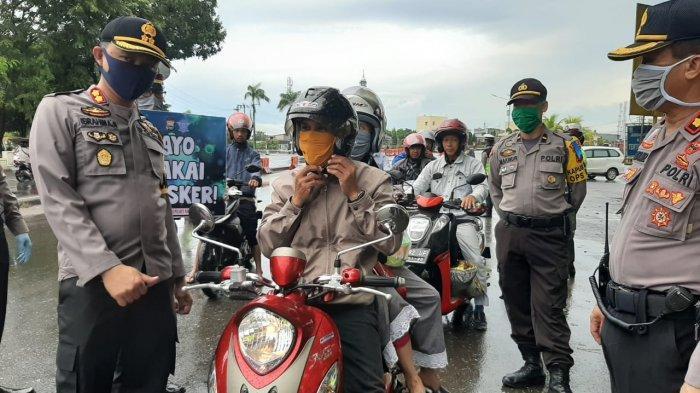 Operasi Keselamatan Lipu 2020, Polres Pangkep Bagi 200 Masker ke Pengguna Jalan