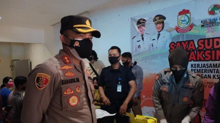 Vaksin Door to Door Polres Pelabuhan Makassar Sasar Pedagang Pasar Butung