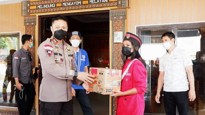 Polres Tana Toraja Salurkan Bantuan Sembako untuk Korban Banjir Walmas Luwu