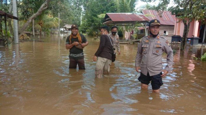 Hujan Deras Guyur Palopo Sejak Semalam, Lingkungan Marobo Terendam Banjir Setinggi Paha Orang Dewasa