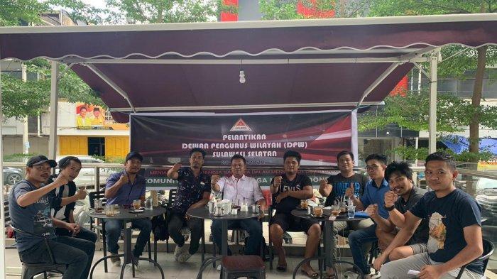 Ketua Umum Kapten Indonesia Abdul Rauf Tera (baju putih) bersama jajaran pengurus Kapten Sulsel usai melantik pengurus DPW Kapten Sulsel di Makassar, Selasa (28/7/2020) siang.
