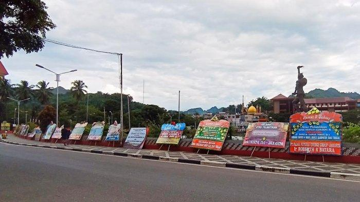 Karangan Bungai Selamati Theo-Zadrak Penuhi Plaza Kolam Makale Tana Toraja