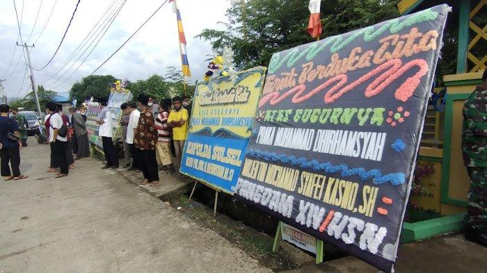 Karangan Bunga Penuhi Halaman Rumah Praka Muhammad Dirhamsyah di Pangkep, Ada dari Kapolda & Pangdam