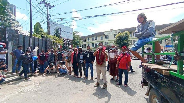 Aliansi Pelaut Toraja demo di depan kantor DPRD Toraja Utra, Senin (15/3/2021)