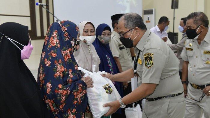 Foto-foto Ketua Umum KBPP Polri Evita Nursanty Serahkan 1.000 Paket Sembako di Sulsel - kbpp-polri-ketum-2-1102021.jpg