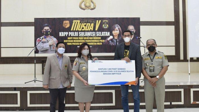 Foto-foto Ketua Umum KBPP Polri Evita Nursanty Serahkan 1.000 Paket Sembako di Sulsel - kbpp-polri-ketum-3-1102021.jpg