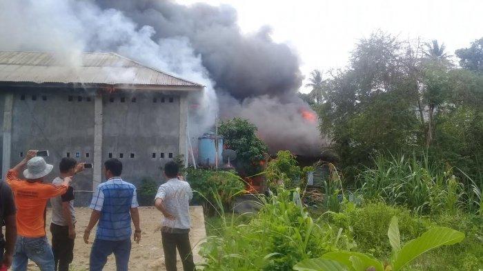 20 Kamar Kos dan Satu Rumah Warga di BTN Binanga Mamuju Terbakar