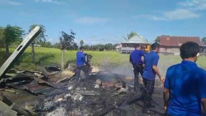 Kebakaran di Paitana Jeneponto, 1 Unit Rumah Panggung dan 2 Unit Mobil Terbakar