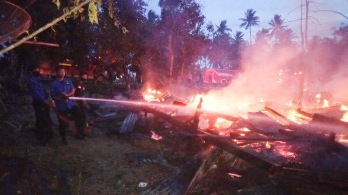 BREAKING NEWS: Kebakaran di Lilirilau Soppeng, Empat Rumah Rata dengan Tanah