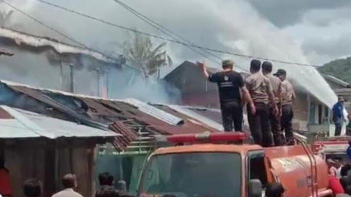 Damkar Polman Ikut Padamkan Api di Kompleks Pasar Pamboang Majene