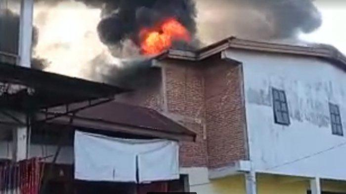 Kebakaran di Pasar Lacibbung Bone, Delapan Kios Ludes Terbakar