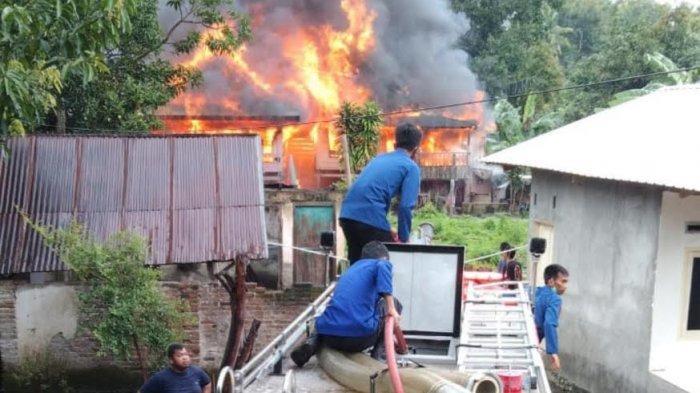 Tiga Rumah Panggung Hangus Dilalap Api di Soppeng, Kerugian Ditaksir Capai Rp500 Juta
