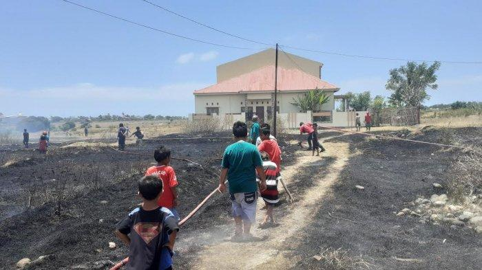 1 Hektar Lahan di Jl Karya Jeneponto Terbakar