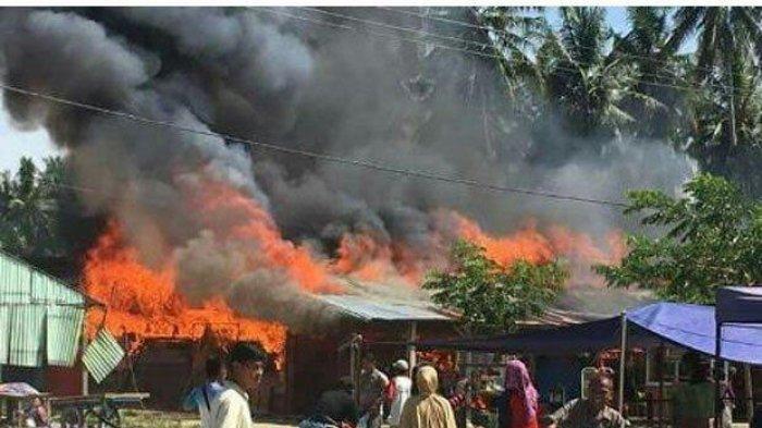 Sembilan Kios di Pasar Tikke Mamuju Utara Ludes Dilalap Api, Satu Warga Alami Luka Bakar