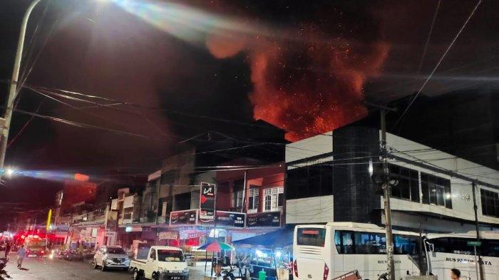 BREAKING NEWS: 9 Rumah Warga Hangus Terbakar di Sengkang Wajo