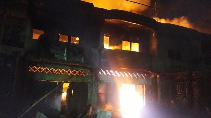 Kebakaran di Komplek Pasar Karisa Jeneponto, Empat Ruko Ludes Dilalap Api