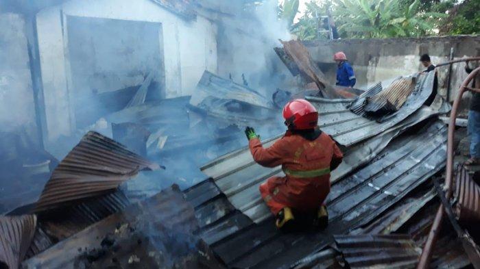 BREAKING NEWS: Kebakaran di Jl Tanjung Alang Makassar, Lima Rumah Warga Hangus