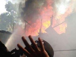 BREAKING NEWS: Kebakaran Terjadi di Jalan Prof Abdurahman Bassalamah, Belakang Kampus Unifa