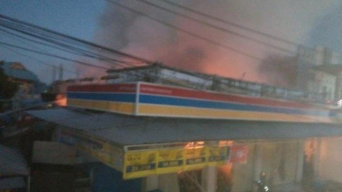 BREAKING NEWS: Minimarket di Komplek BPS Sudiang Makassar Terbakar