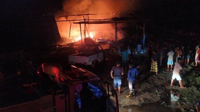 Kebakaran di Desa Patila Wajo, Satu Rumah dan Enam Kendaraan Hangus Terbakar