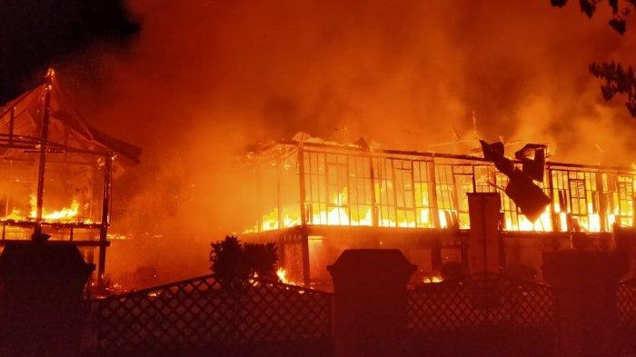 Kebakaran rumah adat Bone atau Saoraja atau Bola Soba di Jalan Latenritatta, Watampone, Kabupaten Bone, Sulawesi Selatan ( Sulsel ), pada Sabtu (20/3/2021) subuh.