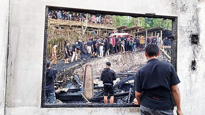 Untung Warga Sigap, Peti Jenazah Nyaris Ikut Terbakar saat Kebakaran Rambu Solo di Langda Torut