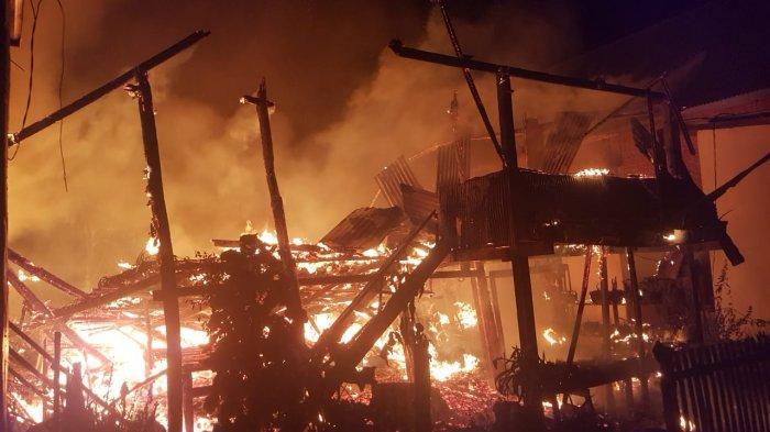 Korsleting Sepeda Motor Picu Kebakaran di Mapilli Polman, Dua Rumah Hangus