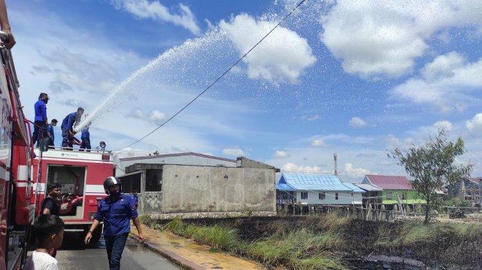 Gara-Gara Petasan, Alang-Alang Dekat Rumah Warga di Bajoe Terbakar