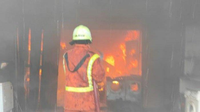 Diduga Korsleting Listrik, Kios Laundry di Manggala Makassar Terbakar