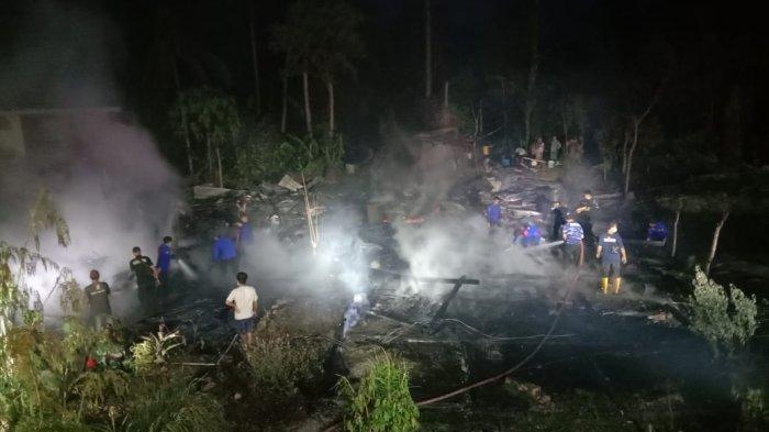 Dua Rumah Panggung Terbakar di Marioriwawo Soppeng