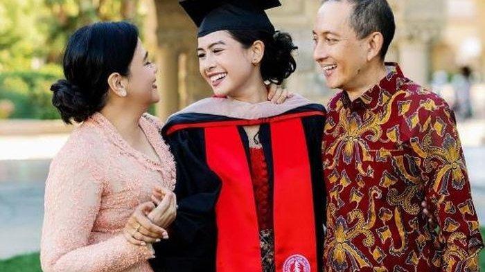 Kebaya Kutu Baru Merah yang Dikenakan Maudy Ayunda saat Lulus S2 Stanford University Ikut Disorot