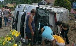 Ambulans Bawa Jenazah Terbalik di Luwu