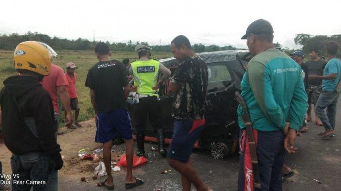 Mobil Melaju Kencang hingga Ban Pecah di Keera Wajo, Sopir Tewas dan Penumpang Luka-luka