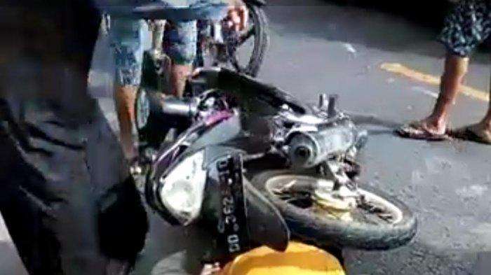 Jilbab Terlilit Roda, Pengendara Wanita Jatuh dari Motor di Bontotangnga Jeneponto
